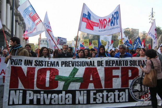Chile marcha para exigir el fin de las AFP