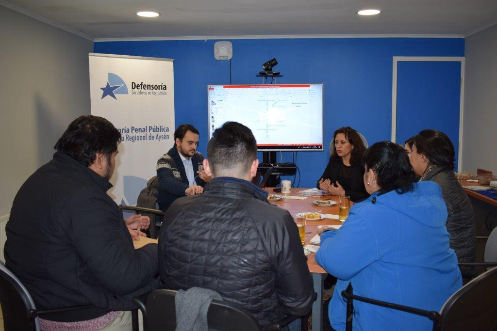 Defensoría capacita a Profesionales de SERPAJ-Aysén en proceso penal y su aplicación para jóvenes en situación de infracción de ley.