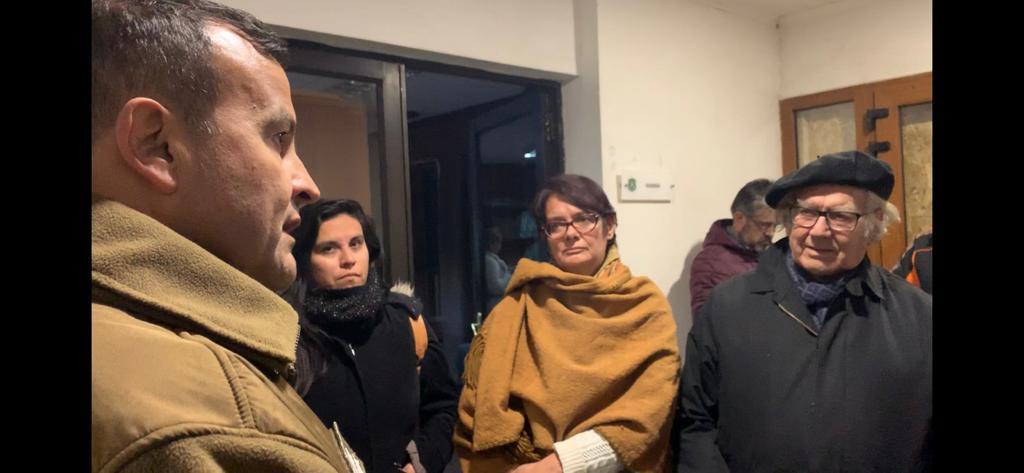 Premio Nobel de la Paz y Presidente de SERPAJ América Latina Adolfo Pérez Esquivel, se presentó en la Comisaría de Coyhaique para exigir información a Carabineros de los estudiantes detenidos durante las jornadas de manifestaciones