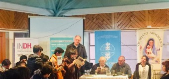 Premio Nobel de la Paz y Presidente de SERPAJ América Latina Adolfo Pérez Esquivel, se reúne a dialogar con jóvenes en su visita a la región de Aysén