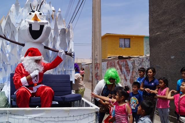 Programa Abriendo Caminos, de Serpaj Tarapacá, celebra navidad con carros alegóricos y visita a niños y niñas del programa