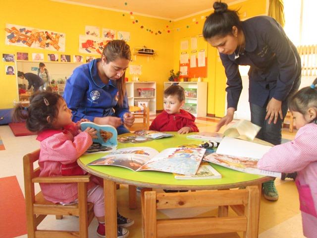 Sala Cuna Cerro Alegre de Serpaj Valparaíso realiza Taller de Crianza para Padres y Celebra el Día del Libro