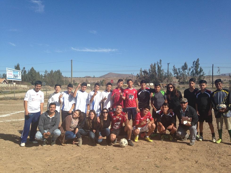 """Jóvenes de Vallenar asisten a taller """"Fútbol para todos"""" de Serpaj"""