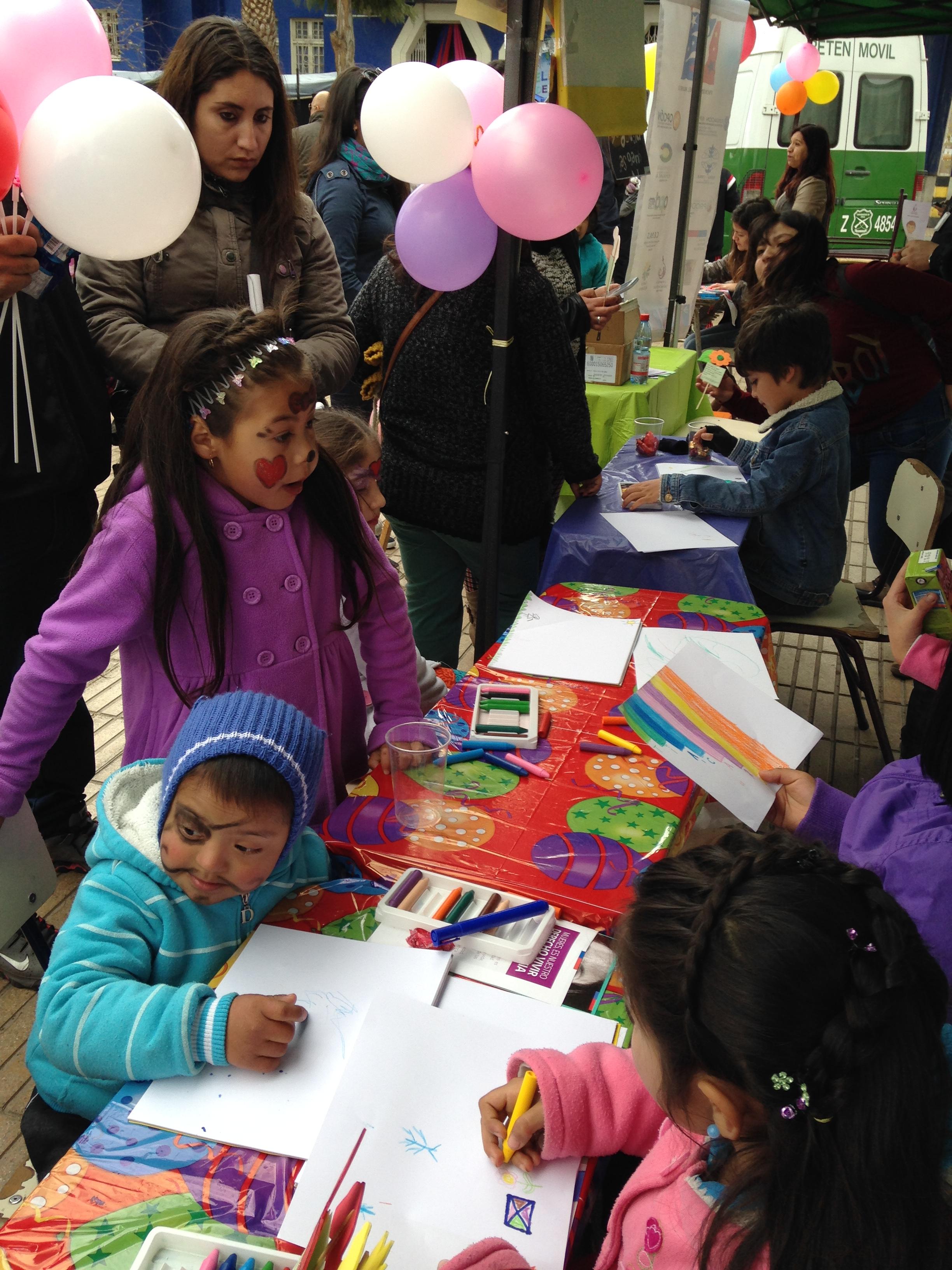 """Realizan Taller """"Todos juntos por la infancia"""" para celebrar día del niño en Vallenar"""