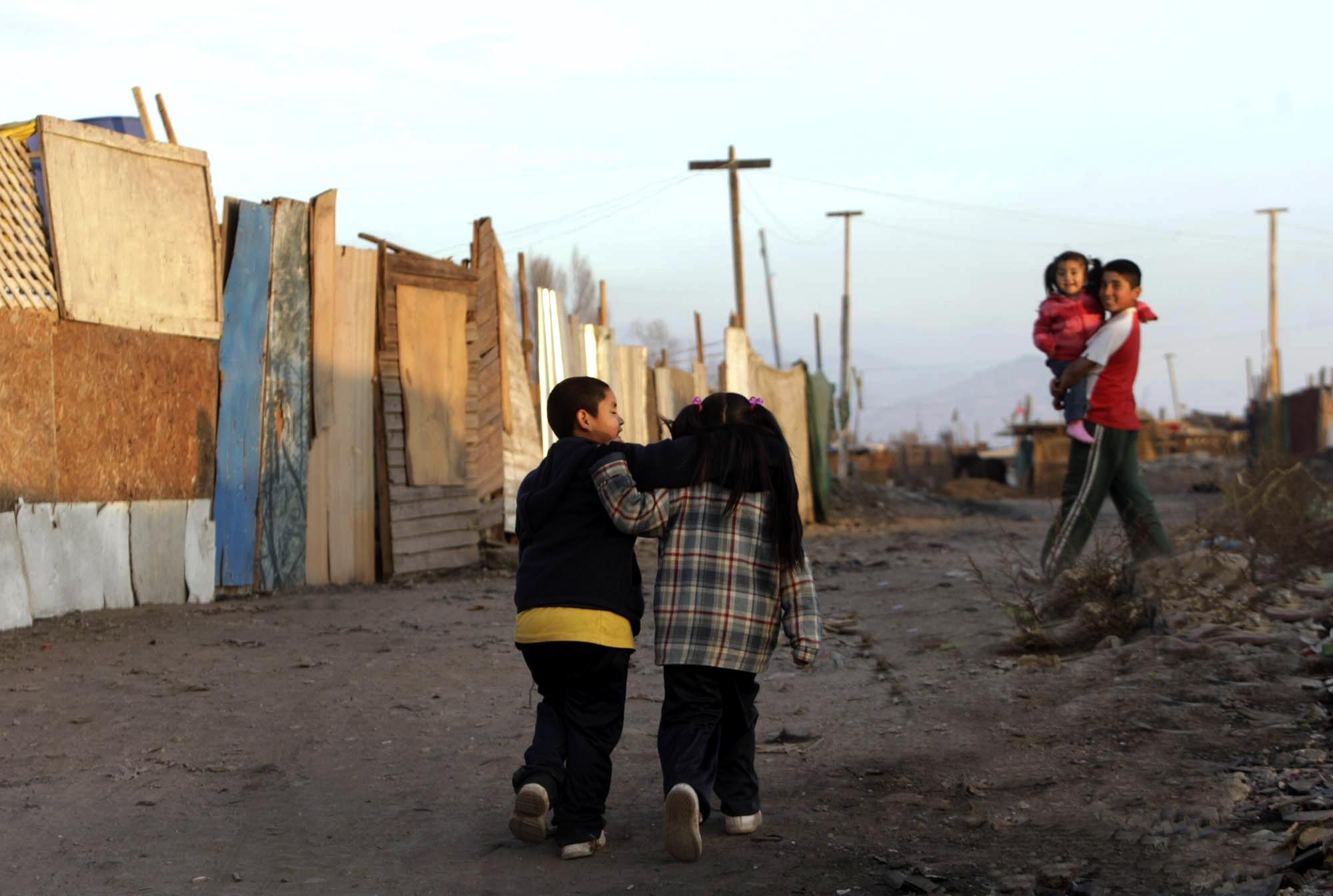 """Director de Serpaj Aysén participa  en seminario """"Declaremos ilegal la pobreza"""""""