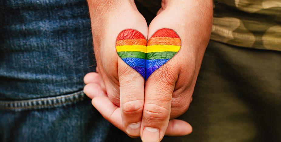 Radiografía a la migración LGBTIQ+: 80.3% sufrió algún tipo de abuso por su orientación sexual o identidad de género.